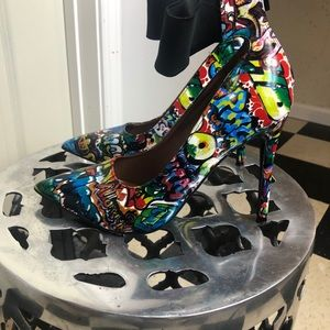 Shoes - Fun graphic heels worn once